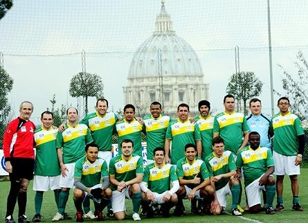 Clericus Cup  O campeonato de futebol do Vaticano - Show de Camisas 9e7e8f762b81a