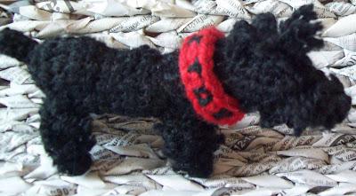 Kastor i maskotka pies, szydełkowa.