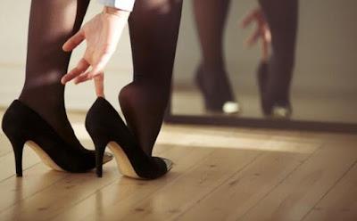اقدام امرأة جميلة ترتدى نايلون حذاء كعب عالى سكسى مثيرة ساخنة ,hot woman wear sexy high heels feet toes Sexy Pantyhose  Nylon Stockings
