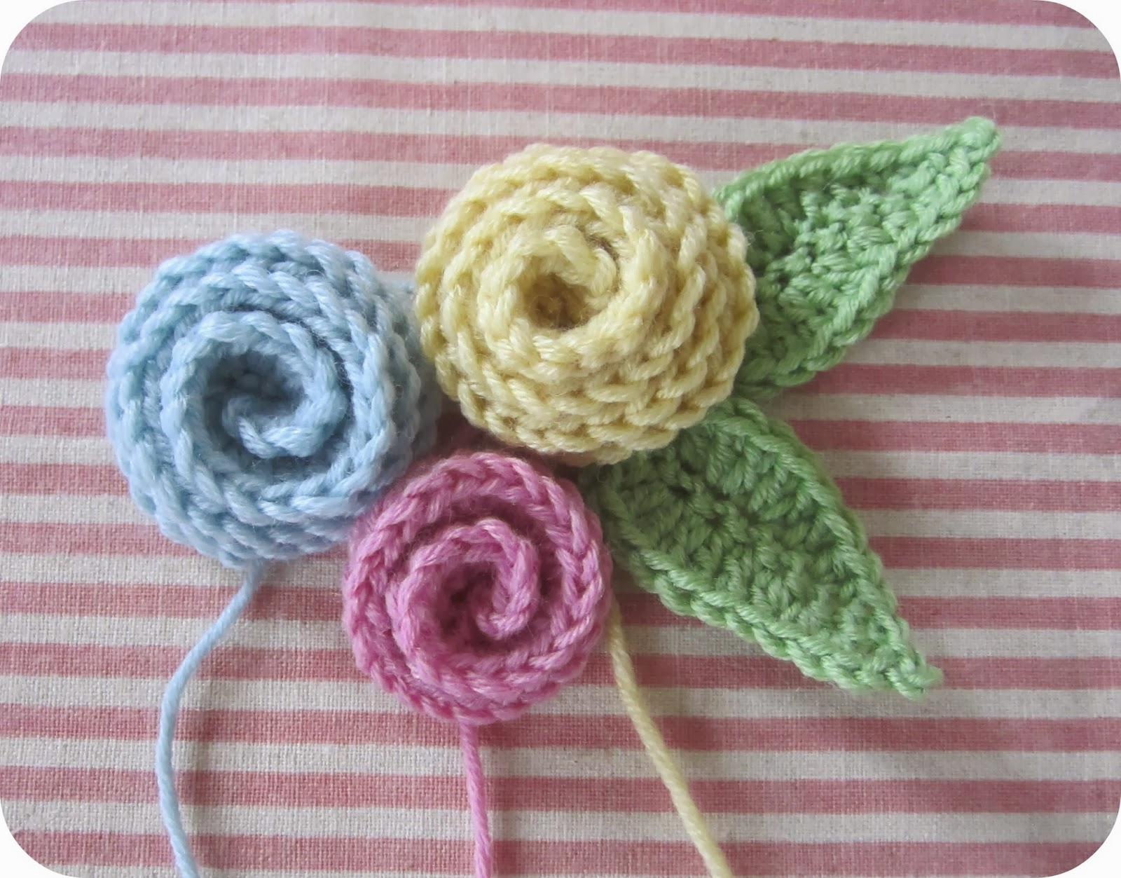 Crochet Rose Pattern : Arent they pretty? So easy peasy lemon squeezy too.