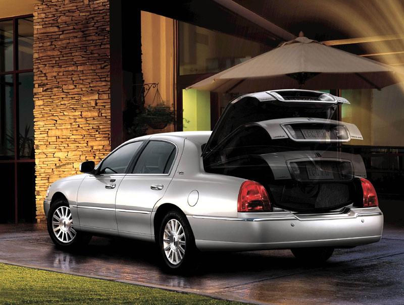 2011 lincoln town car. Black Bedroom Furniture Sets. Home Design Ideas