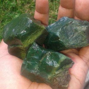 Bahan mentah bongkahan Batu Bacan Kasiruta Batu Maluku Utara