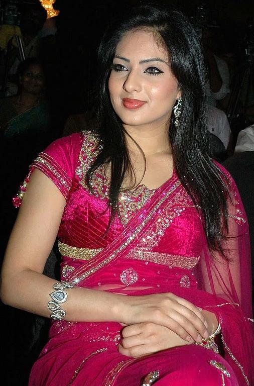 Call girls in delhi 9899797448 escort service in delhi new delhi shot 5000 night 12000 247 call me mr vicky 9899797448 - 1 4
