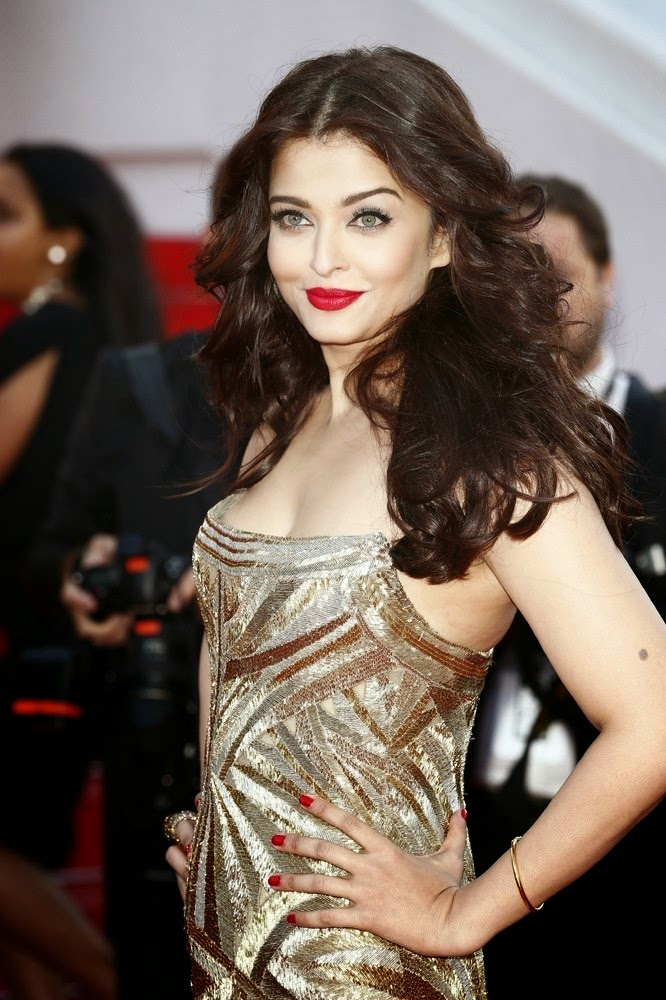 AISHWARYA AT CANNES 2014 RED CARPET