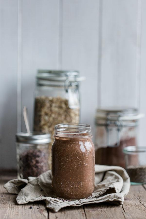 Schokoladiger Frühstücksdrink mit Erdnussbutter – besteht nur aus gesunden Zutaten