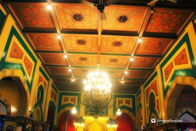keindahan ruang utama istana maimun medan