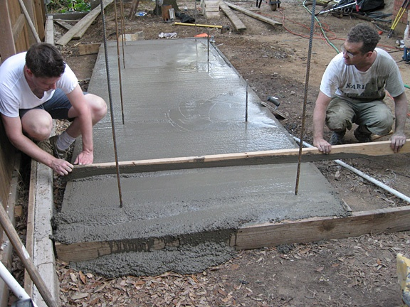 Bl builders how to build concrete footing and concrete forms for Cement foundation forms