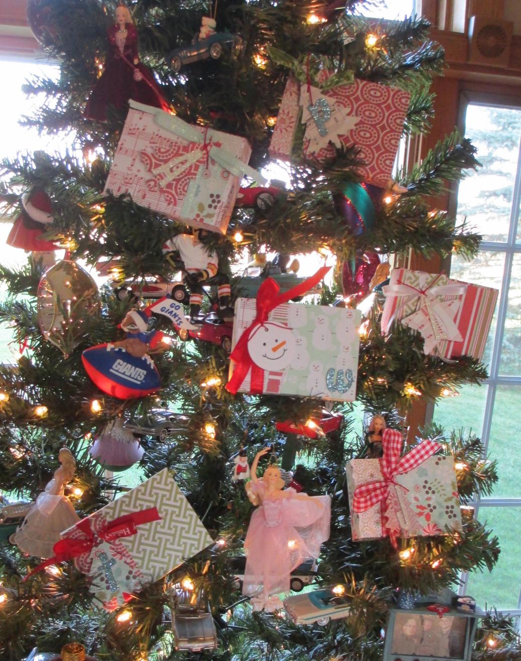 http://4.bp.blogspot.com/-p08boevgzwA/UMjfIcdz15I/AAAAAAAAA6E/x-te0_MNEvk/s1600/Tree+with+Boxes.jpg
