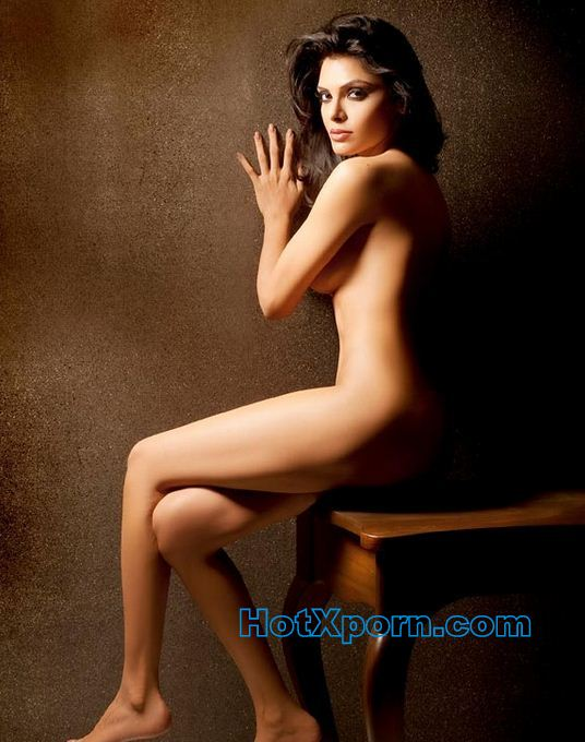 Sherlyn Chopra Sitting nude for photoshoot
