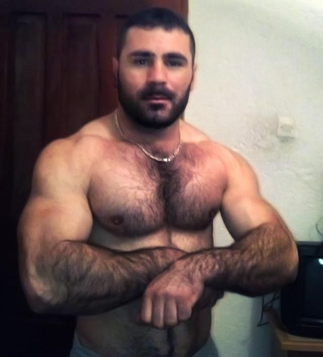 Bodybuilder jerk off