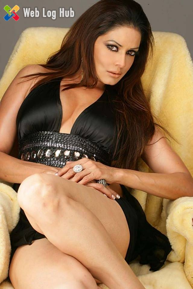 Poonam Jhawar Sexy Hot Boobs and Thighs - Web Log Hub