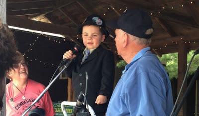 niño de 4 años reelecto como alcalde