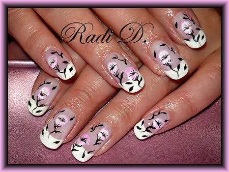 Френч с розови цветя и черни клонки