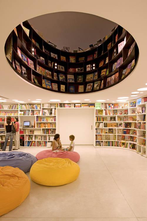 Livraria underground floor