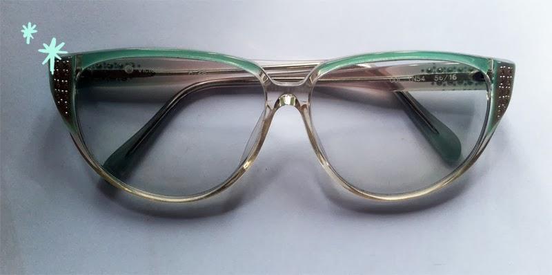 Eyeglass Frames Hong Kong : Kitty N. Wong Draws: Where to find Cool Vintage Glasses in ...