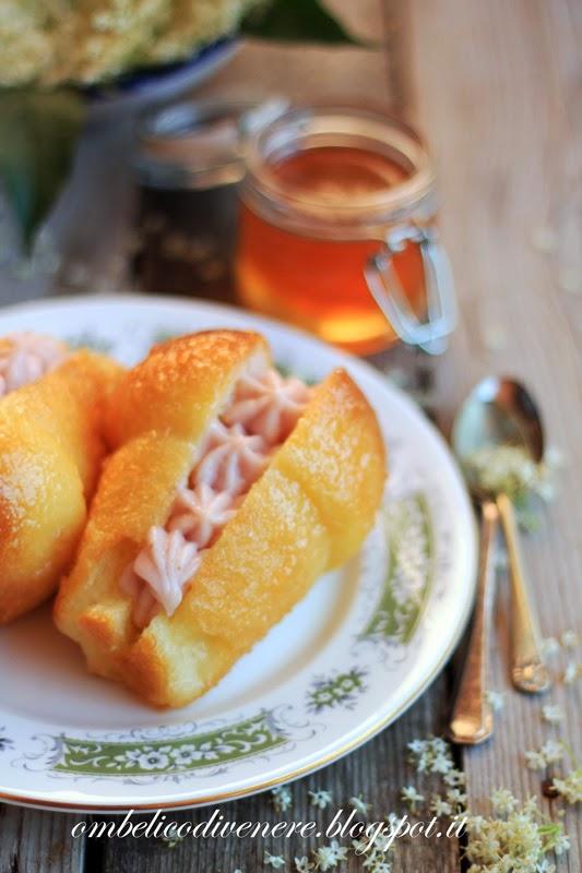 baba' al sambuco con crema alla fragola e gelatina allo zenzero