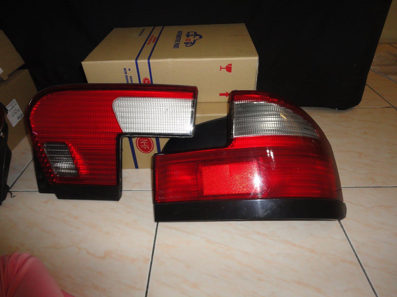Original Bosch.2 Lampu Bonet dan 1 Lampu Brake sebelah kanan (belakang ...