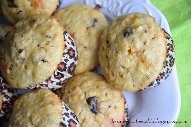 Muffiny, babeczki z płatkami owsianymi, pomarańczą i dwoma czekoladami