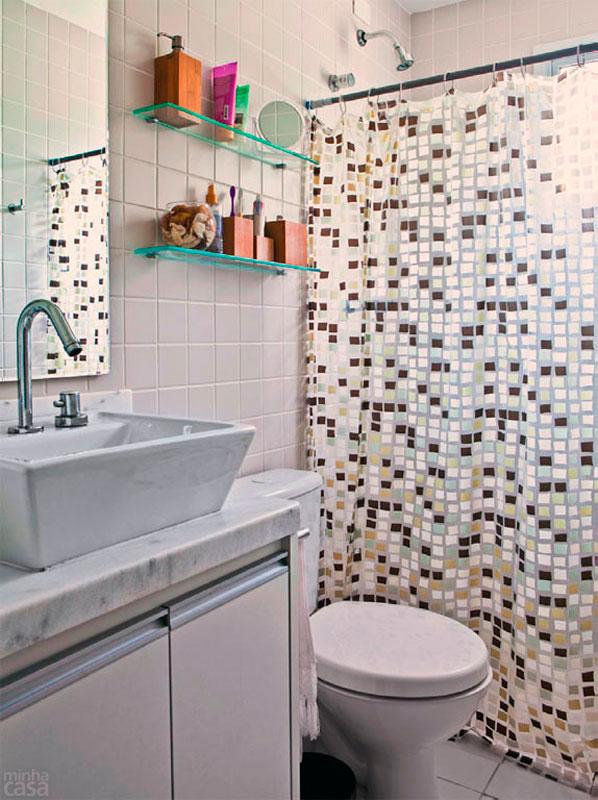 decoracao de banheiro vermelho e branco:não tem dinheiro para as pastilhas de revestimento das paredes