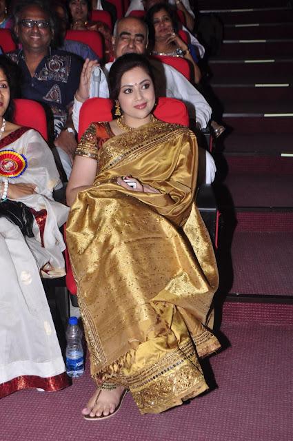 meena in saree actress pics