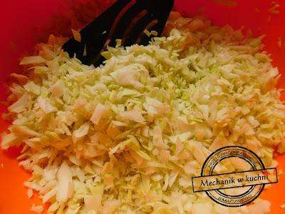 gołąbki sos pomidorowy mechanik pszczyna mechanik w kuchni biała młoda kapusta jedzenie logo