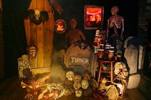 7 fun halloween theme party ideas for your office for Spooky haunted house ideas