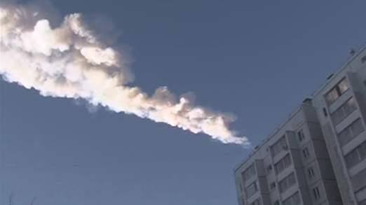 Meteor yang jelas kelihatan di bumi Chelyabinsk, Russia