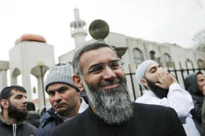 Pengkhotbah Terkemuka Inggris Didakwa Atas Dugaan Dukungan Terhadap ISIS