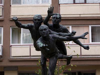 """Escultura """"Los Corredores"""" de Camille Claudel (Bucarest)"""