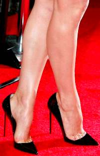 Rachel McAdams Toe Cleavage