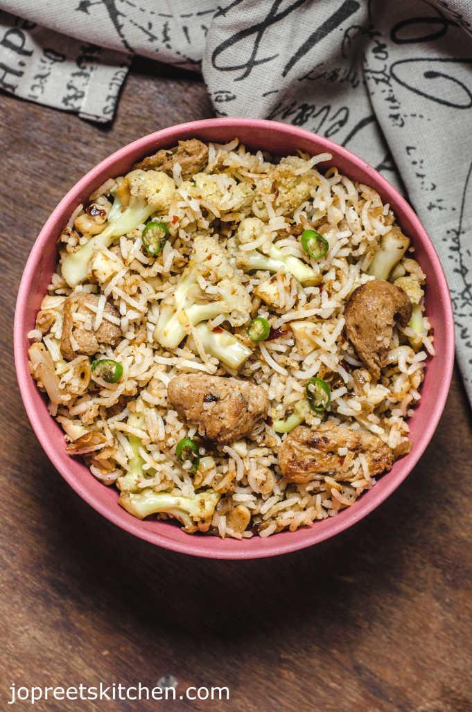 Burnt Garlic Fried Rice / Cauliflower & Soya Chunks Fried Rice - Indian Style