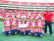 Asisten sobresalientes al estadio de las Chivas dscf