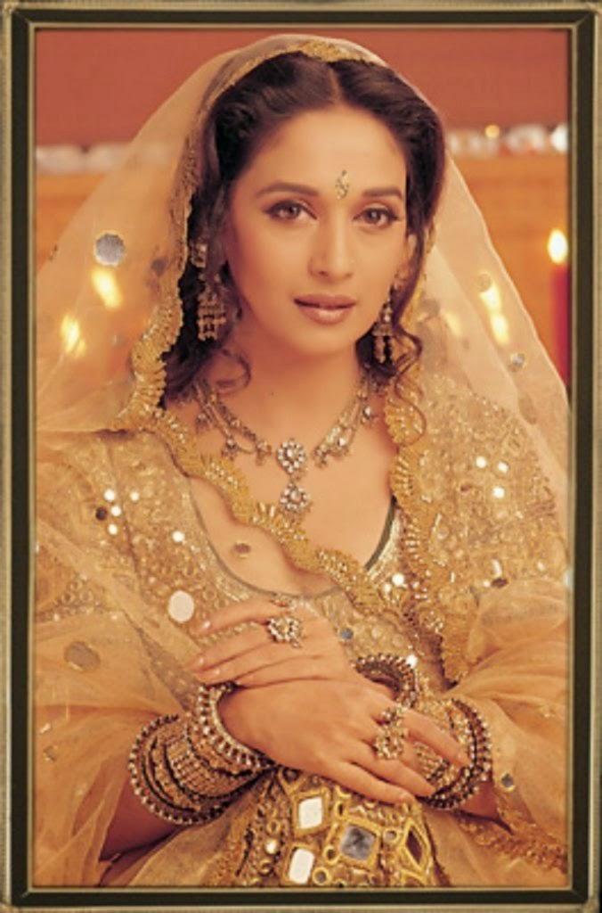 Bollywood Sexy Madhuri Dixit HD Wallpaper And Photos