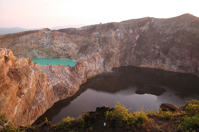 Jezera - Page 2 Kelimutu+Indonesia+volcanic+Lakes+three+colours+1