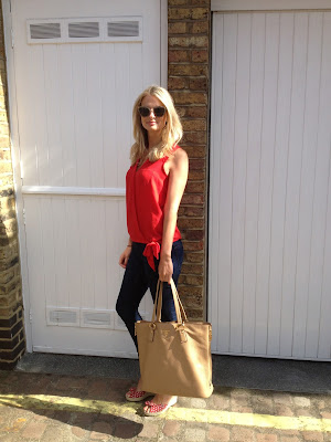 prada, prada bag, prada shoulder bag, beige shoulder bag, camel bag, camel shoulder bag, red shirt, street style
