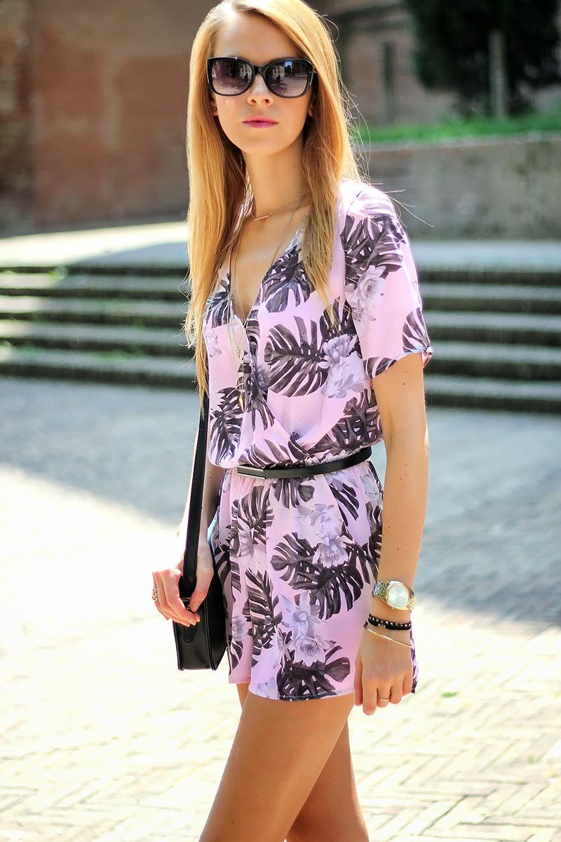 floral print romper, playsuit, summer outfit, fashion