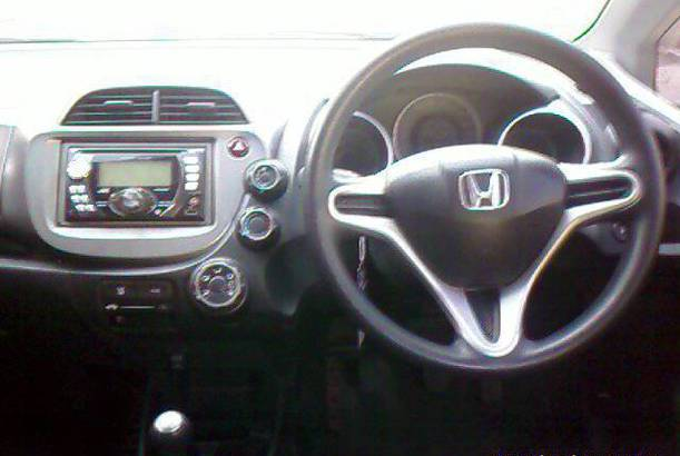 Mobil Honda jazz rs interior bekas