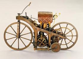 dicopasdong.blogspot.com - Inilah Sepeda Motor Pertama Terbuat Dari Kayu Yang Dibuat Manusia