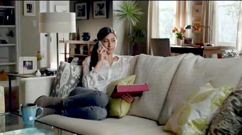 who is that actor actress in that tv commercial discover card it