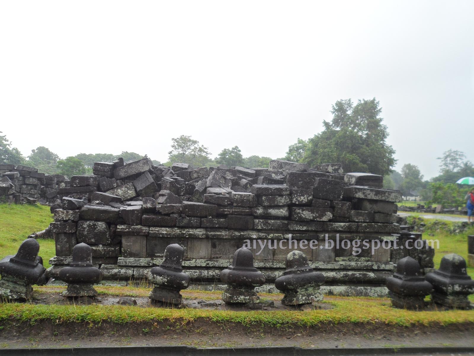 Candi yang hancur di Prambanan