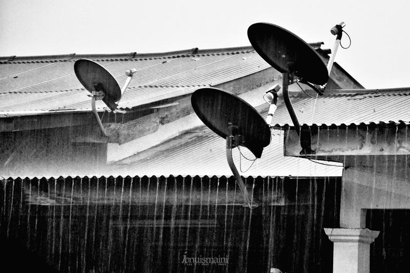 hujan lebat, musim hujan, rainy, astro, satelit, gangguan siaran