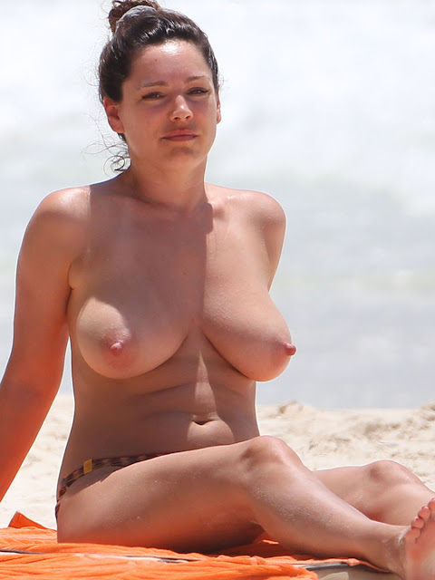 Kelly Brook Topless - leaked naked photo