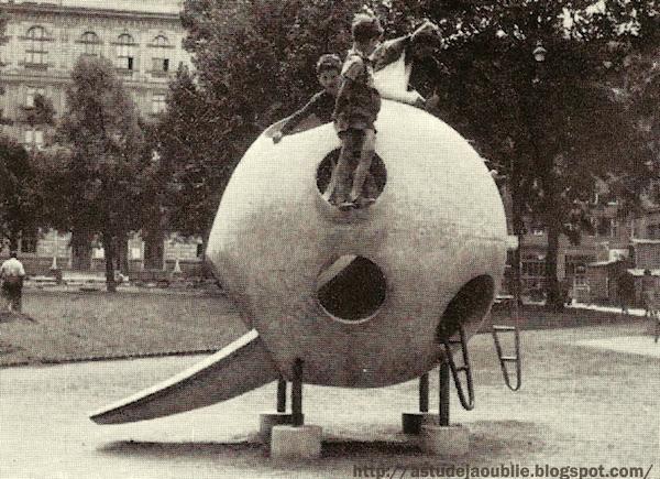 "Vienna - Austria - Play Sculptures - Sculptures jeux  Création: Joseph Seebacher-Konzut  Création: 1957     Photos scannées de ""Spielplatz und Gemeinschaftszentrum"" - 1959."