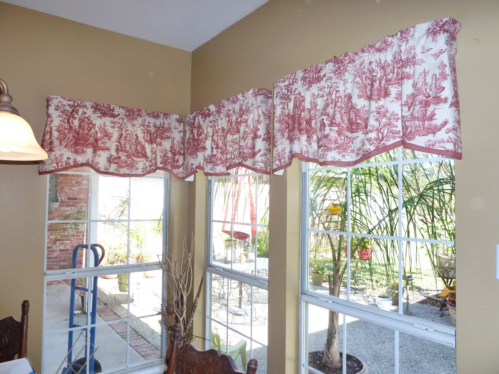 How To Match Rugs And Curtains Red and White Toile