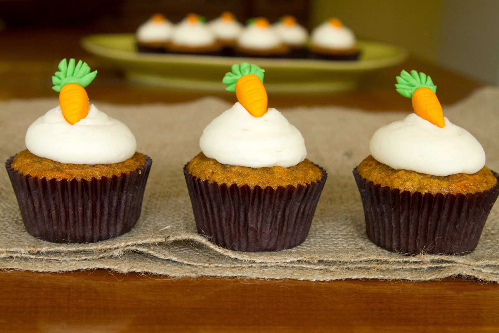 How To Decorate A Carrot Cake Cupcake