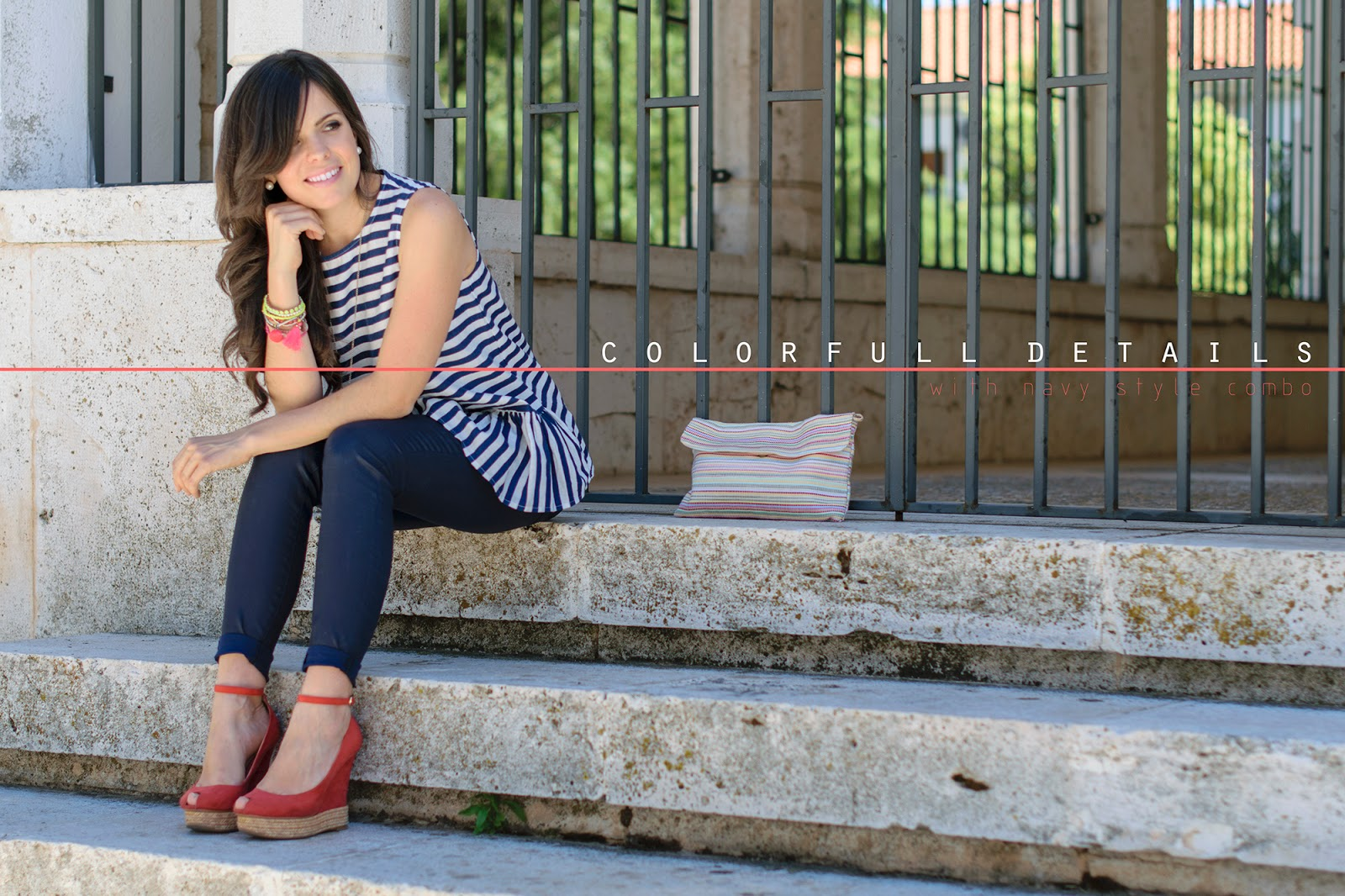 Total look Zara de estilo navy con detalles en color coral