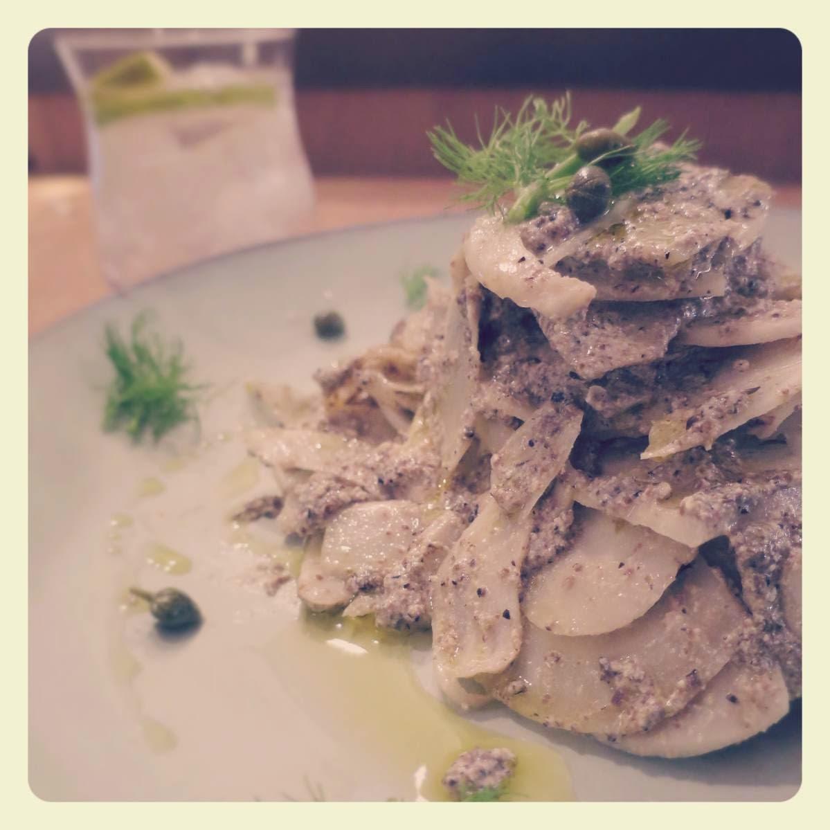 carpaccio di carciofi con olive nere, capperi e tofu