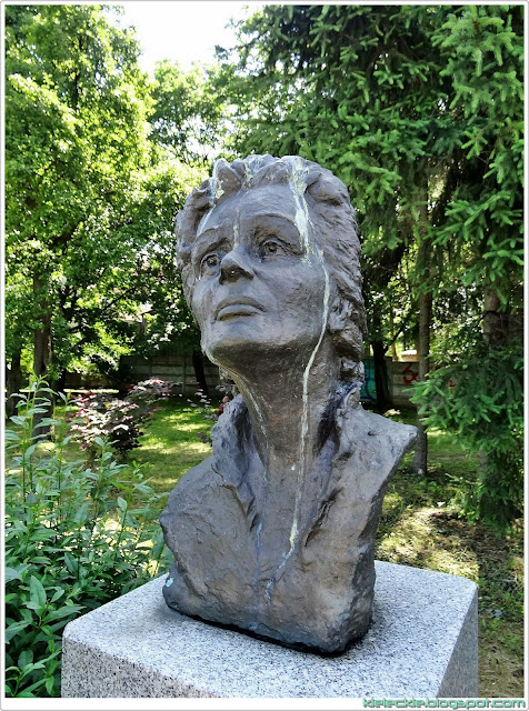 Ikona muzyki francuskiej Edith Piaf w Alei Sław