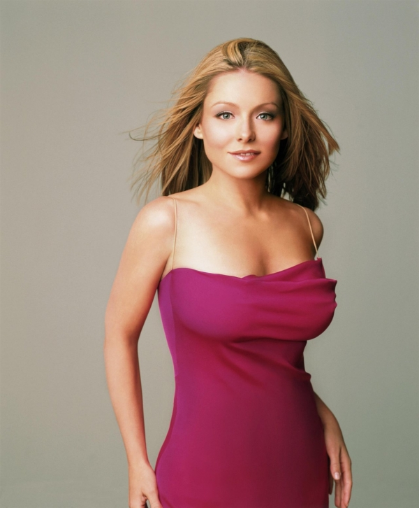 Kelly Ripa Hairstyles Hair Gallery Stay On Top Of Kelly Ripa S Best