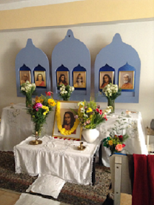 Altar en honor a Paramahansa Yogananda